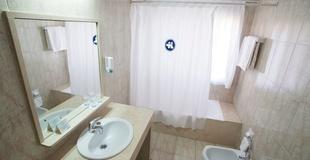 HABITACIÓN DOBLE CON PARKING Hotel Torreluz Centro